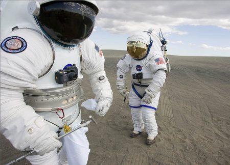 NASA DESEA IR A MARTE PERO DESAFORTUNADAMENTE SE LE AGOTAN LOS TRAJES ESPACIALES